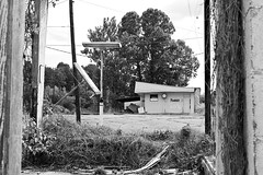 Down in Mississippi (41) (momentspause) Tags: mississippi canonef50mmf18 canon5dmkiii blackandwhite bw niftyfifty framed abandoned