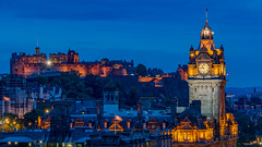 Blue Edinburgh (ralfkai41) Tags: nacht night scottland nightshot edinburgh burg edinburghcastle nachtfotografie clock lights bluehour tower turm stadt schottland castle uhr city lichter hdr balmoralhotel