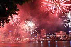 Brisbane, Fireworks New Year (blauepics) Tags: australia australien queensland qld brisbane city stadt house haus gebäude building architecture architektur skyscrapers wolkenkratzer river fluss water wasser fireworks feuerwerk neujahr new year party