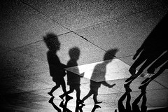 Les ombres (Blue Celt) Tags: xt2 sun shadows black white reflet reflect ghost pearls bokeh blue people street paris france europe wall ombre city citizen structures courbes curves galerie vignetage art gris lightroom photography dark blur flou nuit portrait bw sombre darkness silvercolors analog efex pro color silver viveza hdr sharpener dfine gost fantôme ambiance monochrome surréaliste personnes abstrait noir blanc extérieur architecture profondeur bordure photo explore view texture shade flickr fujifilm