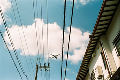 Filmphotography (yasu19_67) Tags: minoltaminoltinap rokkor38mmf28 38mm film filmism analogphotography filmphotography atmosphere photooftheday sunnyday alley empty shadow osaka japan fujifilm 業務用100