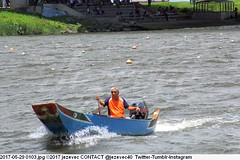 2017-05-29 0103 (Badger 23 / jezevec) Tags: 2017 20170529 dajia dragon dragonboat festival taiwan history culture travel tourism duanwufestival zhongxiaofestival 忠孝節 龍船節 龍舟節 端午节 端午節 龍舟 龙舟 龍船 龙船 taipei ֵ台北 臺北市 taipeh taןpeh ταϊπέι 타이페이 тайбэй 台北市 ტაიბეი تايبيه taibei đàibắc taipé tchajpej rowing sports boat barco шлюпка 배 ボート barca βάρκα bateau 小船 člun veneillä csónak łódź boating vessel photo picture image watersports watercraft asia tradition