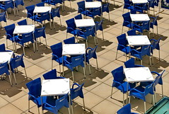 Para tomar un poco de sol! (Micheo) Tags: granada spain calor heat hot summertime verano sol sunshine tables terraza mesas sunny