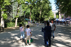 2017 SPM0140 Kids playing with bubbles in Madrid, Spain (teckman) Tags: 2017 europe madrid spain comunidaddemadrid es