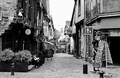 Street... (MickyFlick) Tags: ruedenbas vitre brittany france streetscene mickyflick cobbles cobbledstreet historical architectural monochrome blackandwhite bw pedestriansonly