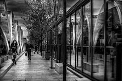 Vie urbaine (vedebe) Tags: gares gareroutière rue street ville city urbain humain people noiretblanc netb nb bw monochrome architecture bus reflets reflections