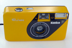 Konica EU mini (pho-Tony) Tags: photosofcameras konicaeumini konica eu mini compact yellow ps pointandshoot stylish novelty 35mm film analog analogue