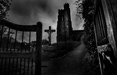 St Peter & St Pauls (p.g604) Tags: st peter pauls church churchhill ellesboroughhp170xg bw blackwhite atmosphere buckinghamshire england pentax k1 gate path christ cross steeple tower overcast village