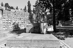 Març_0030 (Joanbrebo) Tags: barcelona catalunya españa es cementeriodemontjuic cementerio cementiris cemetery cemeteries friedhof tombs tumbas tombes blancoynegro blackwhite monochrome canoneos80d eosd autofocus efs1018mmf4556isstm