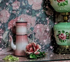 pink and green (YourCastlesDecor) Tags: pink green enamelware vintageenamelware vintagelamp capodimonte