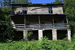 abandoned (durand clark) Tags: abandonedhouse abandoned ruins kentoncounty kentucky northernkentucky decourseyyard nikond750