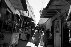 dans le marché (pepe amestoy) Tags: blackandwhite streetphotography people tetouan morocco fujifilm xe1 voigtländer color skopar 421 vm m mount
