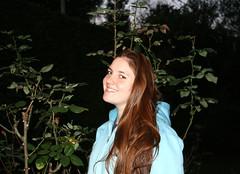 Una noche especial (leograttoni) Tags: retrato portrait sofía joven muchacha girl jardín noche garden night airelibre laplata buenosaires