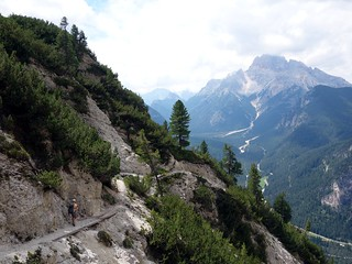 On the 6A trail, with Croda Rossa up ahead