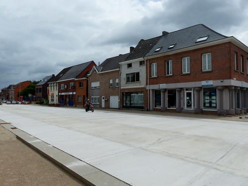 Elzestraat - dorpskernvernieuwing met pleinfunctie voor kerk, parochiehuis en school