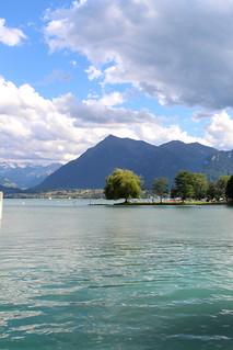 Thunersee bei Dürrenast mit Niesen ( BE - 2'362 m - Seit 1910 erschlossen mit S.tandseilbahn - Berg montagne montagna mountain ) in der Niesenkette in Voralpen ( Alpen Alps ) im Berner Oberland im Kanton Bern der Schweiz
