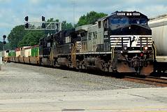 NS 4002 DC/AC unit at Kendallville Indiana (Matt Ditton) Tags: 4002 dcac kendallville indiana train
