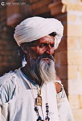 20031031 India-Rajastán (23) Jaisalmer (Nikobo3) Tags: asia india rajastán jaisalmer people gentes portraits retratos travel viajes película fujicolorsuperia100iso nikon nikonf70 f70 sigma28105284 nikobo joségarcíacobo flickrtravelaward ngc natgeofacesoftheworld wonderfulworld