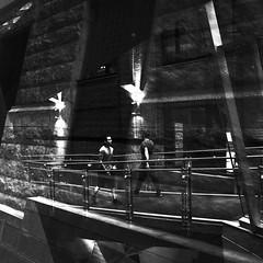 La passerelle du temps passé et à venir... (woltarise) Tags: montréal international commerce centre ccim passerelle vitre intérieur reflets architecture murs lampes vieuxmontréal