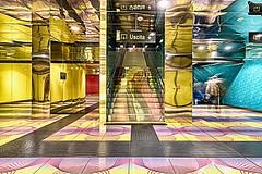 Universita 5 (isnogud_CT) Tags: universita ubahn statione bahnhof neapel italien treppe