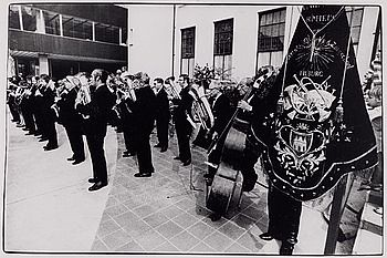 Koninklijke Harmonie Orpheus voor het stadhuisTilburg, 1980
