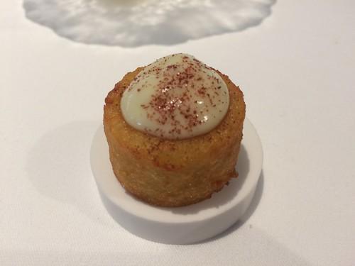 Amuse – Pomme de terre et crème d'ail (Champagne Bollinger, Spécial Cuvée)