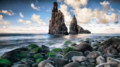 Titãs (Luis Sousa Lobo) Tags: img22063 madeira island isla ilha ribeira janela canon nature rocks pedra ocean 7d 1018