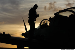 Fim de tarde (Força Aérea Brasileira - Página Oficial) Tags: bant cruzexiv fotoelderdelgado 081029del076 ©elder delgado natal rn brazil bra crepusculo silhueta piloto a29 aeronave aircraft