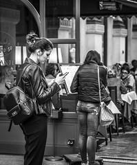 Vital moment (Henka69) Tags: street streetphoto monochrome bw milano smartphone