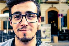 Primer plano (Lara Santaella) Tags: portrait smirk smile bokeh gay hunk twink otter