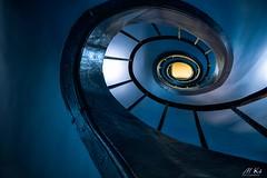 Versailles_1016-35-2 (Mich.Ka) Tags: versailles architecture bleu blue colimaçon courbe curve escalier espacerichaud intérieur spirale stairs îledefrance