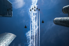 U.S.A.F. Thunderbirds (\Nicolas/) Tags: f22 f16 thunderbirds usa usaf la defense paris raptor fighting falcon general dynamics bastilleday bastille lockheed martin