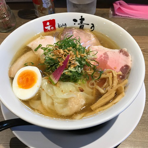 Noodles in salt-based soup ¥1350-