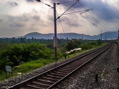Shalimar Express cruising thru the hill ranges of Anakapalle ! (Vijesh Kannan) Tags: shalimar trivandrum shm tvc sf superfast hills mountain scr vskp rjy clouds