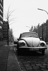Hamburg on Film - Ilford HP5+ - Iconic (ḆΞ₪¡) Tags: mojo monochrome blackandwhite 2016 germany deutschland hamburg canon ilford film haiku poem poetry mist snow chill cold wintery winter vw volkswagen beetle car iconic icon