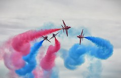 Break! (Tilney Gardner) Tags: redarrows raf yeovilton yeoviltonairday2017 somerset airshow nikon