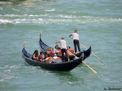Synchroon gondelen (Shahrazad26) Tags: venetië venice venezia venedig italië italy italien italia gondels gondolas gondeliers