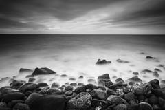 Dark rocks (Mathieu Calvet) Tags: pentax k3 lee big stopper bigstopper leefilter nd1000 paysage landscape languedocroussillon hérault agde capdagde occitanie nb noiretblanc blackandwhite