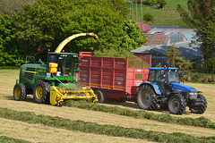 John Deere 7700 SPFH Filling a Redrock Trailer drawn by a New Holland TM120 Tractor (Shane Casey CK25) Tags: john deere 7700 spfh filling redrock trailer drawn new holland tm120 tractor self propelled forage harvester silage silage17 silage2017 grass grass17 grass2017 winter feed fodder county cork ireland irish farm farmer farming agri agriculture contractor field ground soil earth cows cattle work working horse power horsepower hp pull pulling cut cutting crop lifting machine machinery nikon d7100 leap