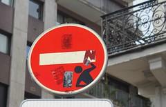 Clet_2961 rue des Boulets Paris 11 (meuh1246) Tags: streetart paris paris11 clet ruedesboulets cletabraham panneau