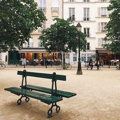 Parisian scene (ninasclicks) Tags: paris bench park place dauphine placedauphine calm city urban travel travelphotography wanderlust