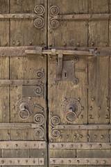 DARNIUS - DETALL PORTA ESGLESIA DE SANTA MARIA (Joan Biarnés) Tags: darnius altempordà girona catalunya porta puerta 226 panasonicfz1000