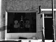 """And my soul is created By the shape of a sound, Then all that I lost Will soon be found"" - Civil Twilight (Lidiya Nela) Tags: light shadows pa pennsylvania philadelphia urban city street streetphotography shop cello silhouette shape music blackandwhite bw"