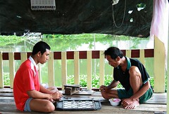 men playing checkers (the foreign photographer - ฝรั่งถ่) Tags: two men playing checkers khlong thanon portraits bangkhen bangkok thailand canon kiss