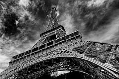 La belle tour Eiffel (Ruben H. Pinilla) Tags: nikon d750 nikond750 tamronsp2470mmf28divcusd rubenhpinilla blackandwhite bw mono monochrome paris france toureiffel eiffel architecture pov