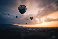 Hot air balloon ride over Teotihuacán (AmaurieRaz) Tags: sony sonya7rii sonyalpha sonymirrorless mexico mexicotrip17 teotihuacan hotairballoon sunrise clouds color colorful 1635mm zeiss zeisslens travel traveling trip adventure exploring explore country sun morning a7rii fullframe