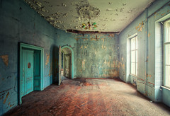 Turquoise-Nightmare (klickertrigger) Tags: decay abandoned room indoor castle ancient urbex urbanexploration dust turquoise chandelier stefandietze