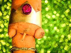 Queen Anne's Lace Bottom Up (Silke Klimesch) Tags: macromonday queen hmm mm bokeh macro carrot queenanneslace pareidolia bling glitter vegetable taproot green orange fun foamrubber daucuscarotasativus möhre karotte mohrrübe carotte carota zanahoria cenoura marchewka καρότο havuç морко́вь 红萝卜 makrofotografie nahaufnahme olympus omd em5 mzuikodigitaled60mm128macro microfourthirds komischedingeausmeinerküche strangethingsfrommykitchen makemesmile 7dwf freetheme foamsheet foamcraftsheet