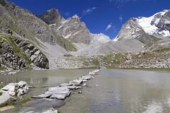 Le gué du Lac des Vaches – Vanoise (Jean Ka) Tags: montagnes berge gebirge mountains montagne alpes alps alpen alpe paysage landschaft landscape randonnée wandern wanderung hiking pralognan parcnationaldelavanoise savoie savoyen savoy savoia france francia frankreich