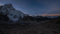 Amanece en Gorakshep (Vacaciones Permanentes) Tags: nuptse himalaya khumbu nepal trekking everest base camp ebc fujifilm xt1 gorakshep mountains sunset amanecer